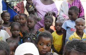 Niños de una guarderia de Kaedi