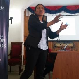 Aída Moína, de la Fundación Maquita, en una foto del diario «La Prensa de Chimborazo»