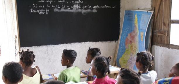 Construcci n de escuela primaria manos unidas for Proyectos de construccion de escuelas